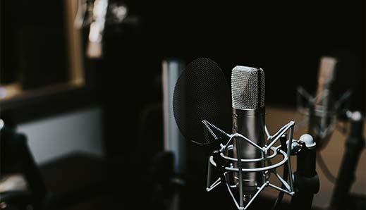 Az ORF osztrák állami közszolgálati műsorszolgáltató évente hat alkalmat, hatszor huszonöt percet szentel arra, hogy...