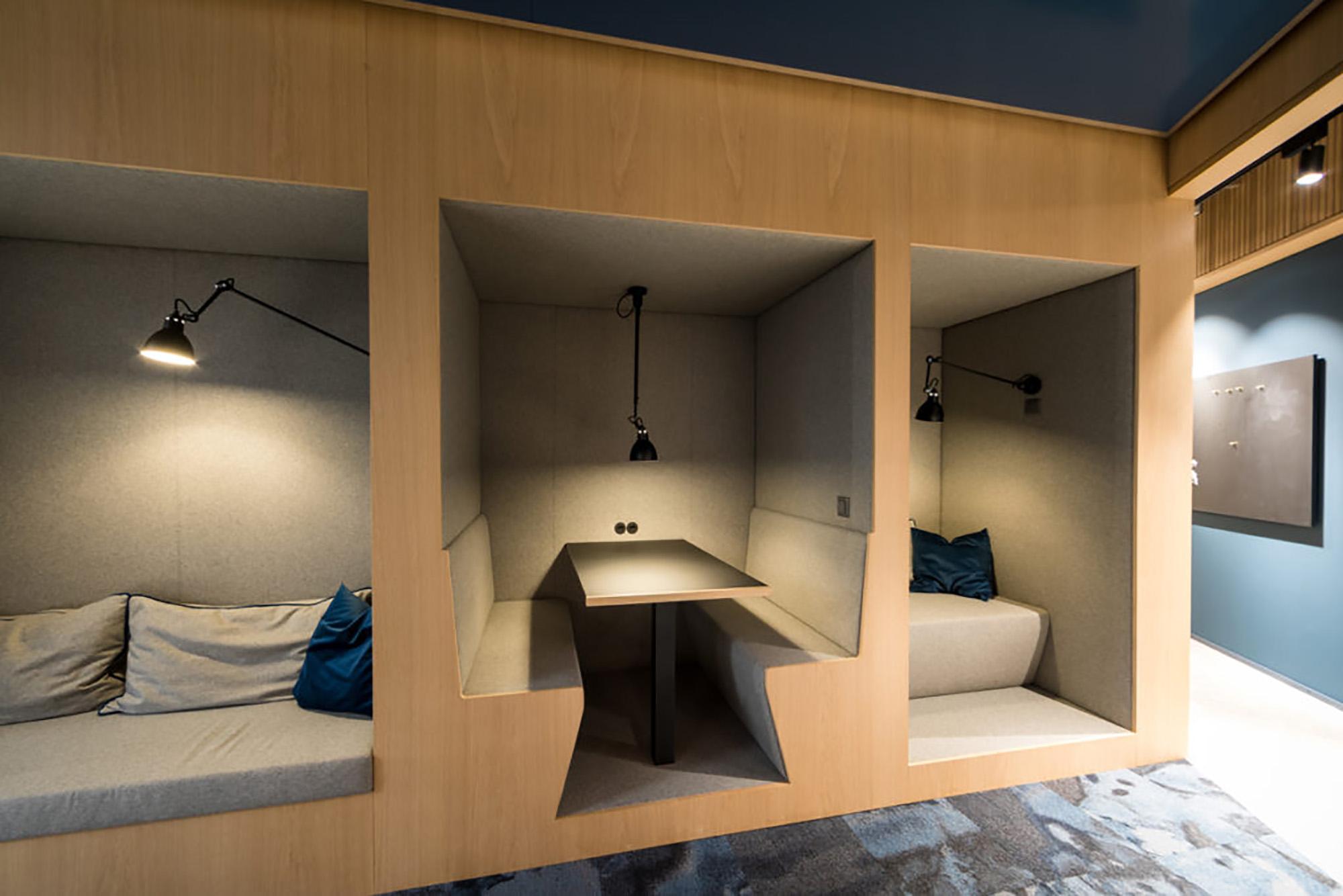 Phonebooth im Coworking Lounge Tessinerplatz, Bahnhof Enge, Arbeitsplatz mieten