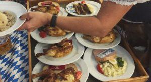 Herzhafte Kost für die geladenen Gäste