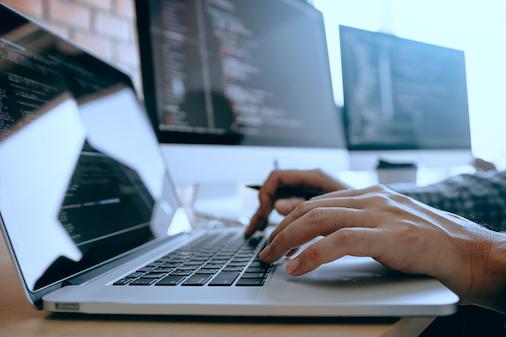Onedot Software Entwickler beim Arbeiten