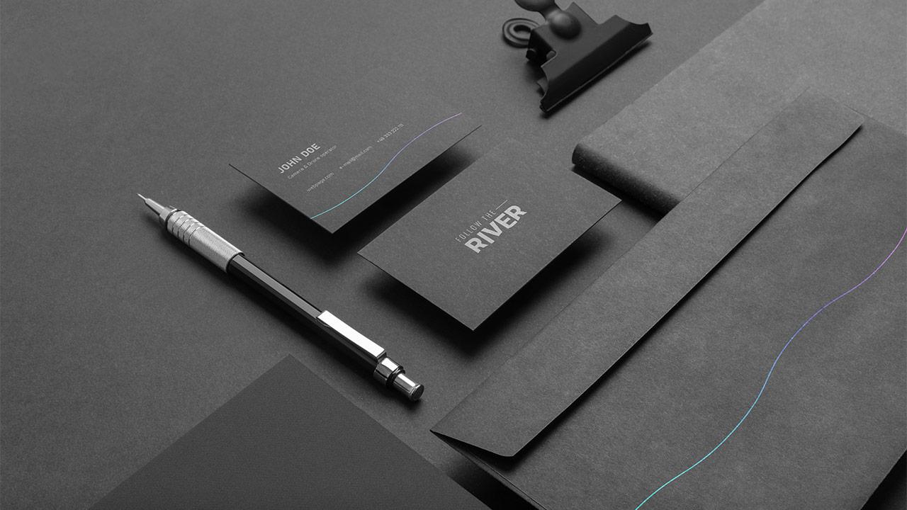 Follow the River - zestawienie brandingu materiałów biurowych