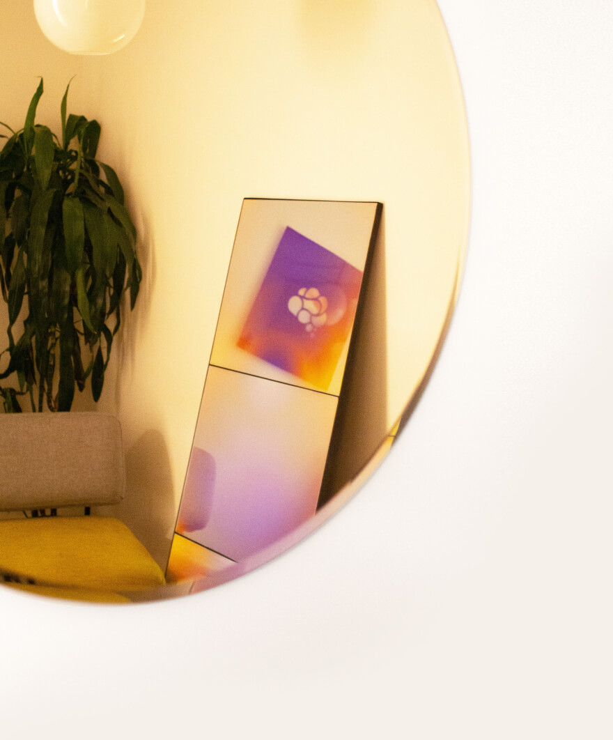 Two mirrors in MIndbloom's clinic