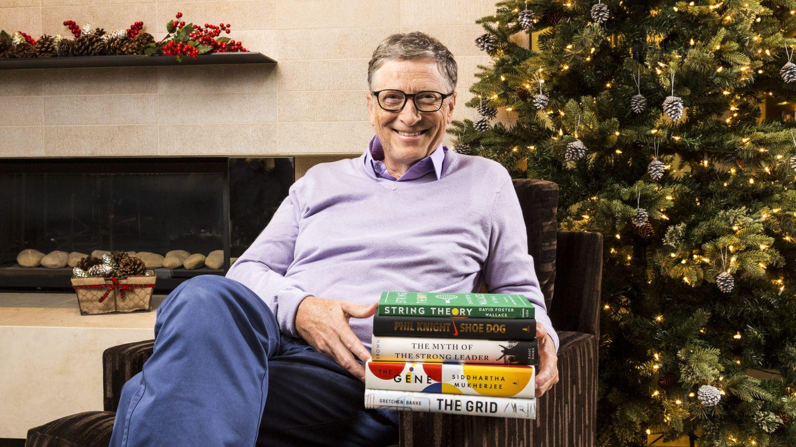 Bill Gates with the book Shoe Dog