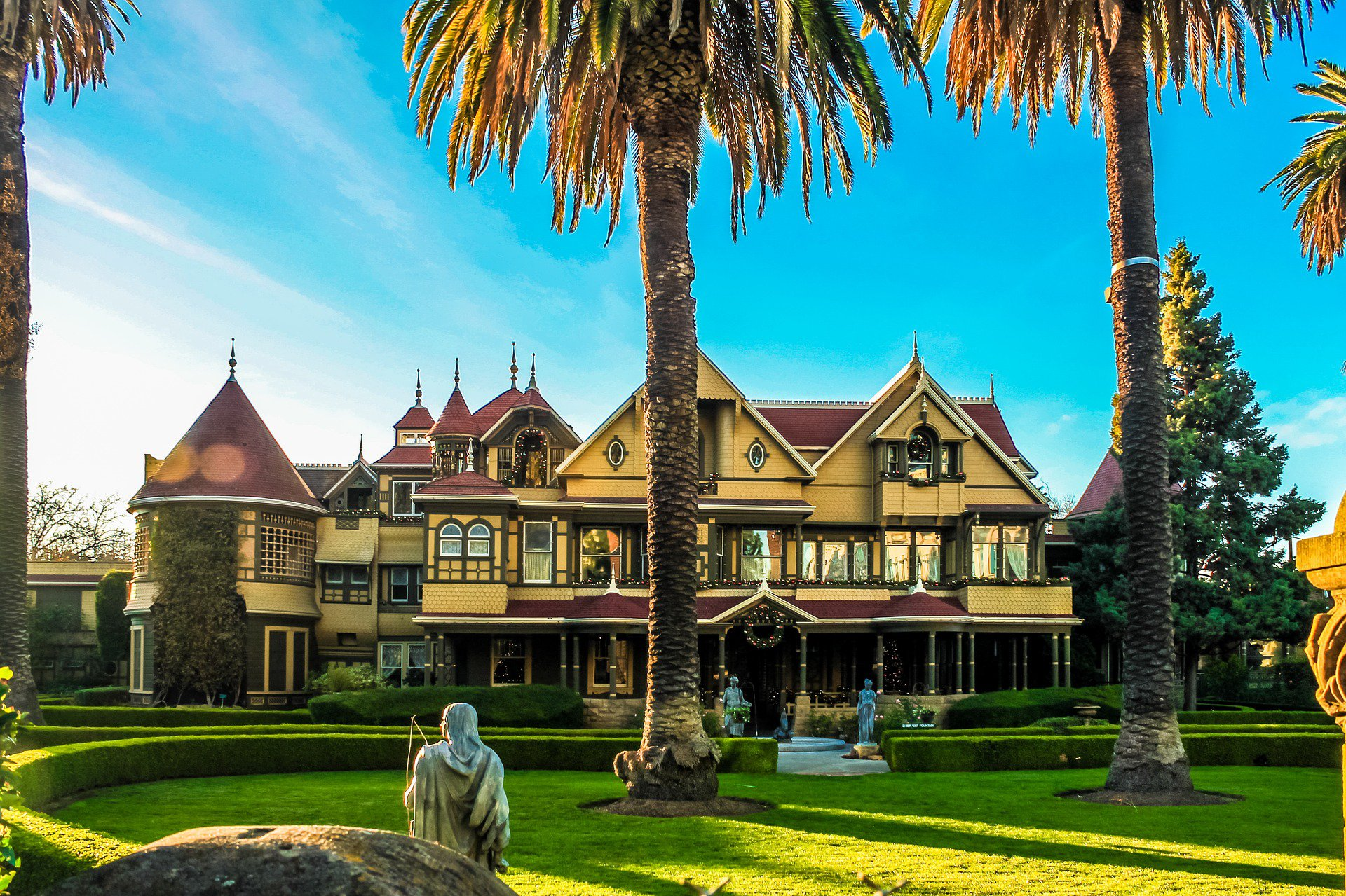 Winchester Mystery House, Victorian mansion in San Jose captured at sunset