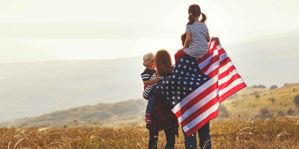 Con có quốc tịch vẫn còn được bảo lãnh cha mẹ và anh em tuy nhiên diện này được xếp ưu tiên thấp nhất