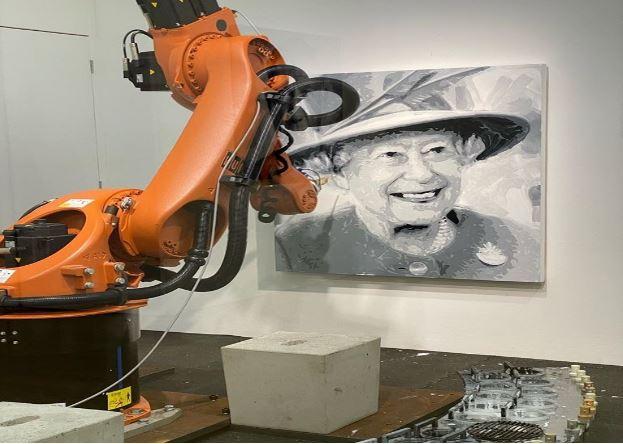 robotic arm drawing image of Quee n Elizabeth