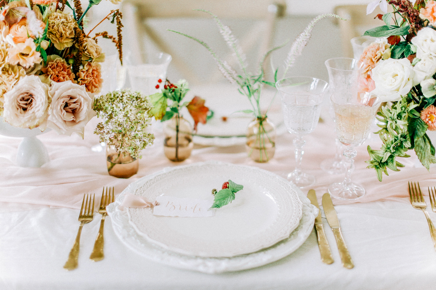 Wedding Flowers Table Set up with Transparent and White Porcelain Vases