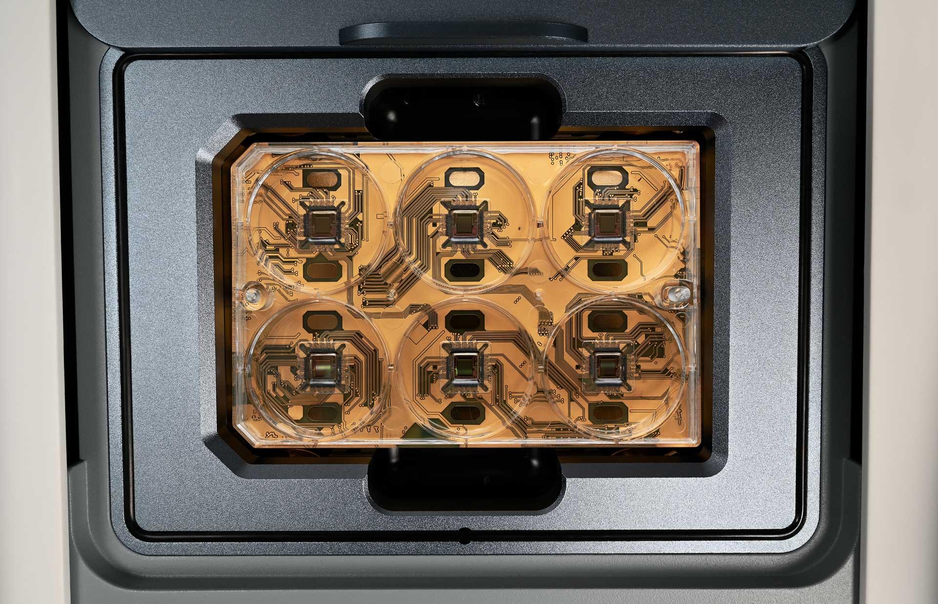 HyperCAM Alpha's CorePlate™ Multiwell
