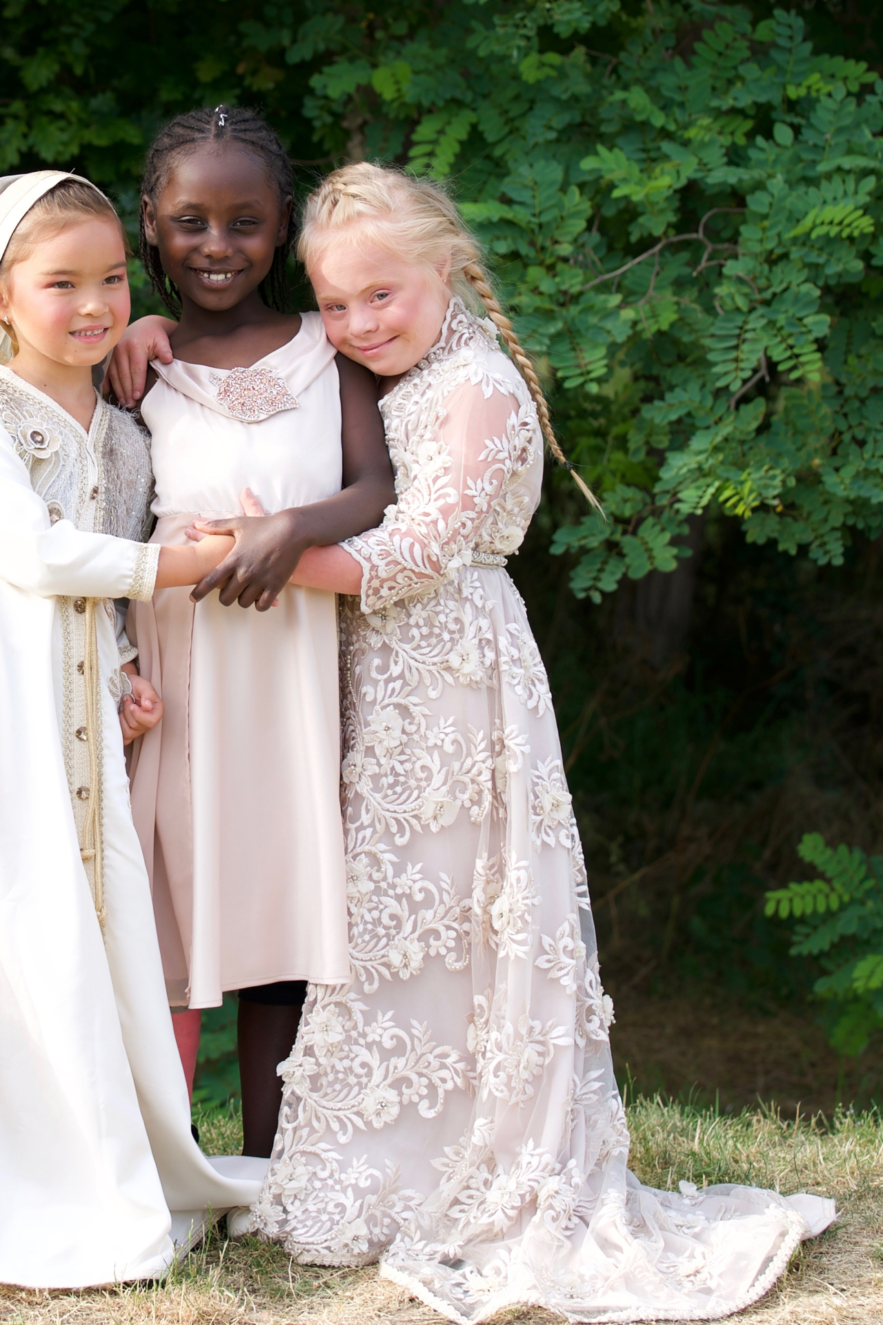 Witte bruids takchita meisjes