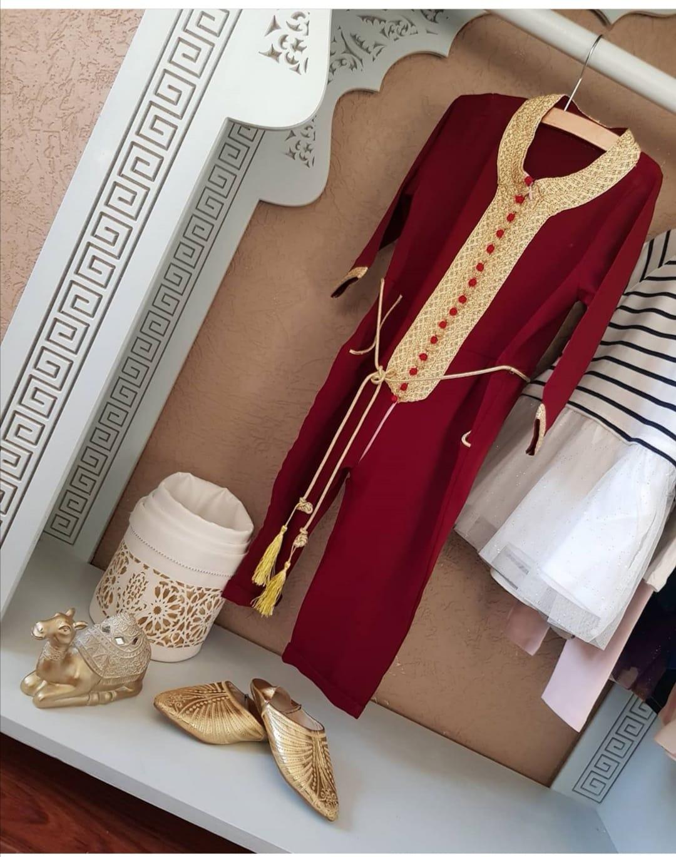 Jumpsuit bordeaux rood met gouden sfifa