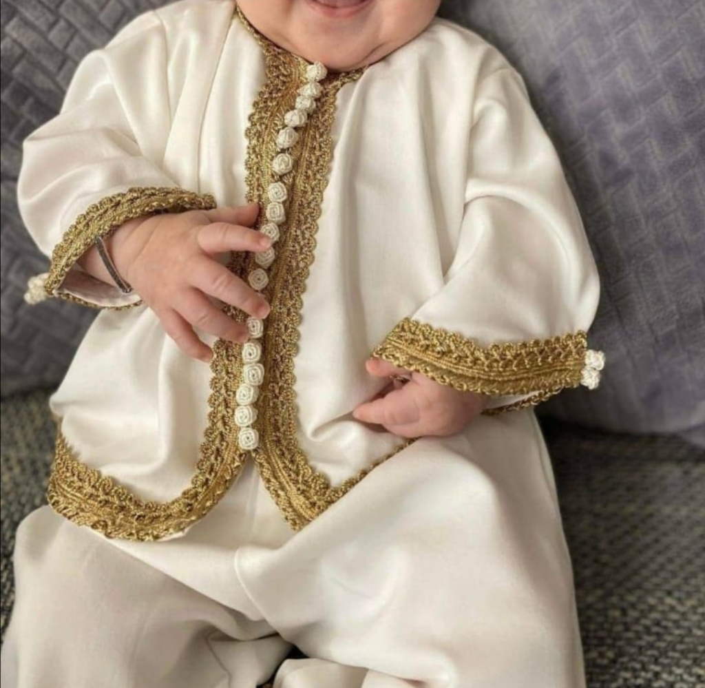 Witte baby jabador setje met knoopjes