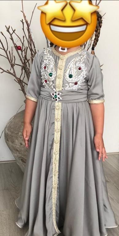 Lange grijze satijn jurk