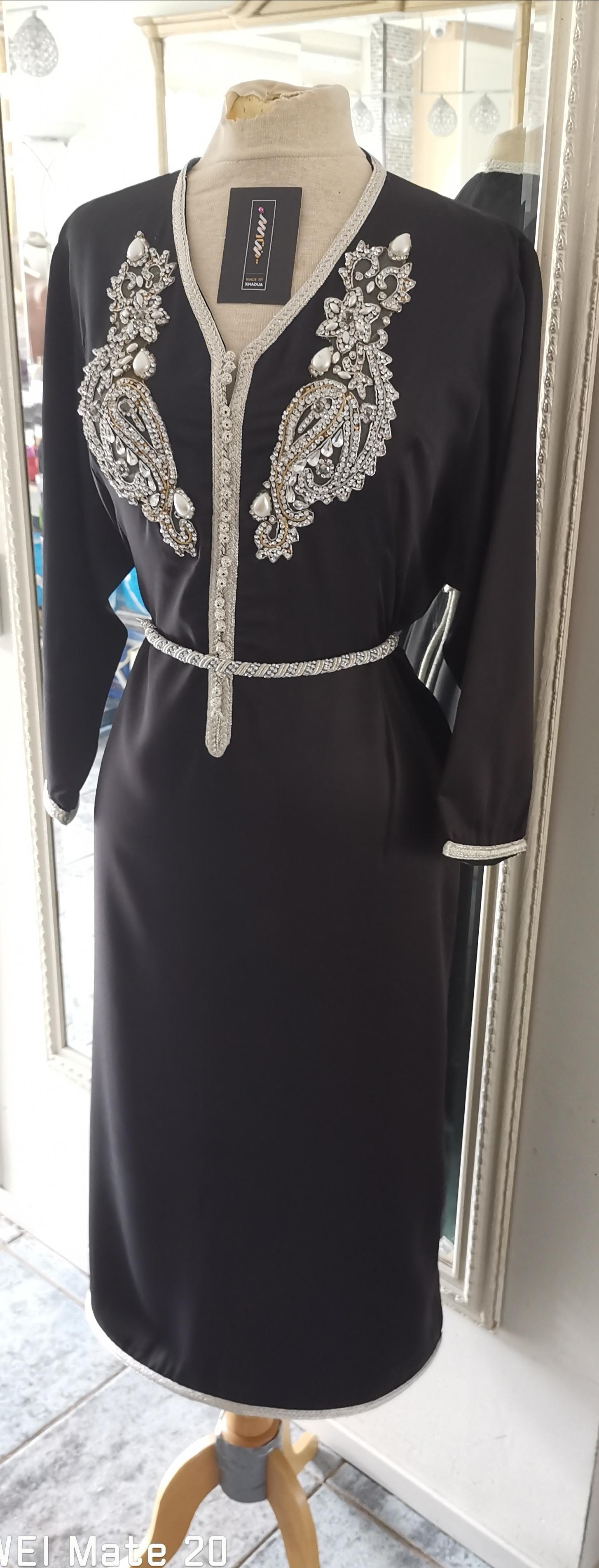 zwarte drie kwart satijnen jurk