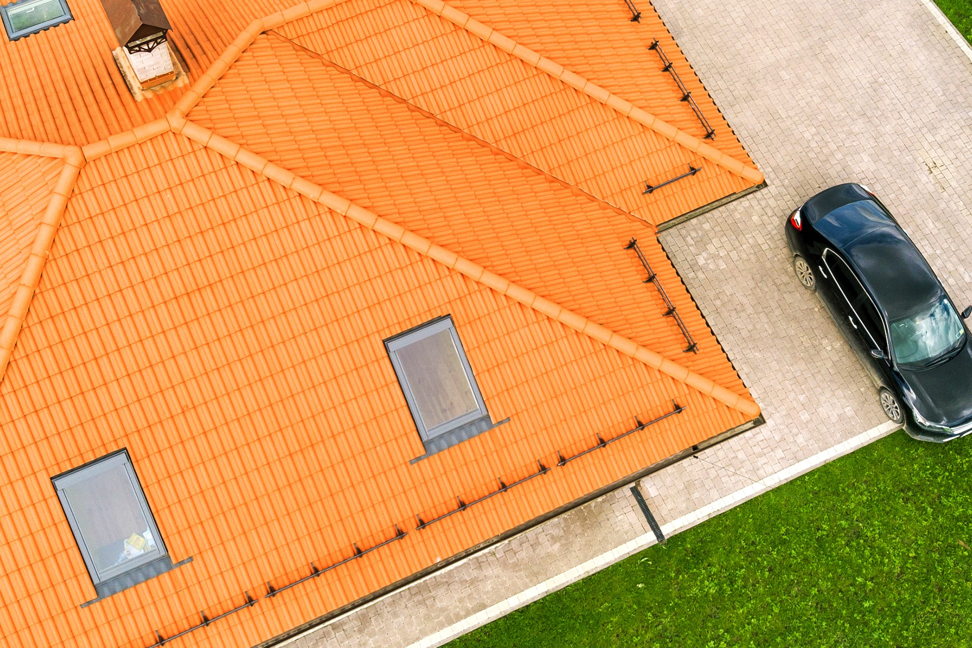 costs to repair or replace your roof
