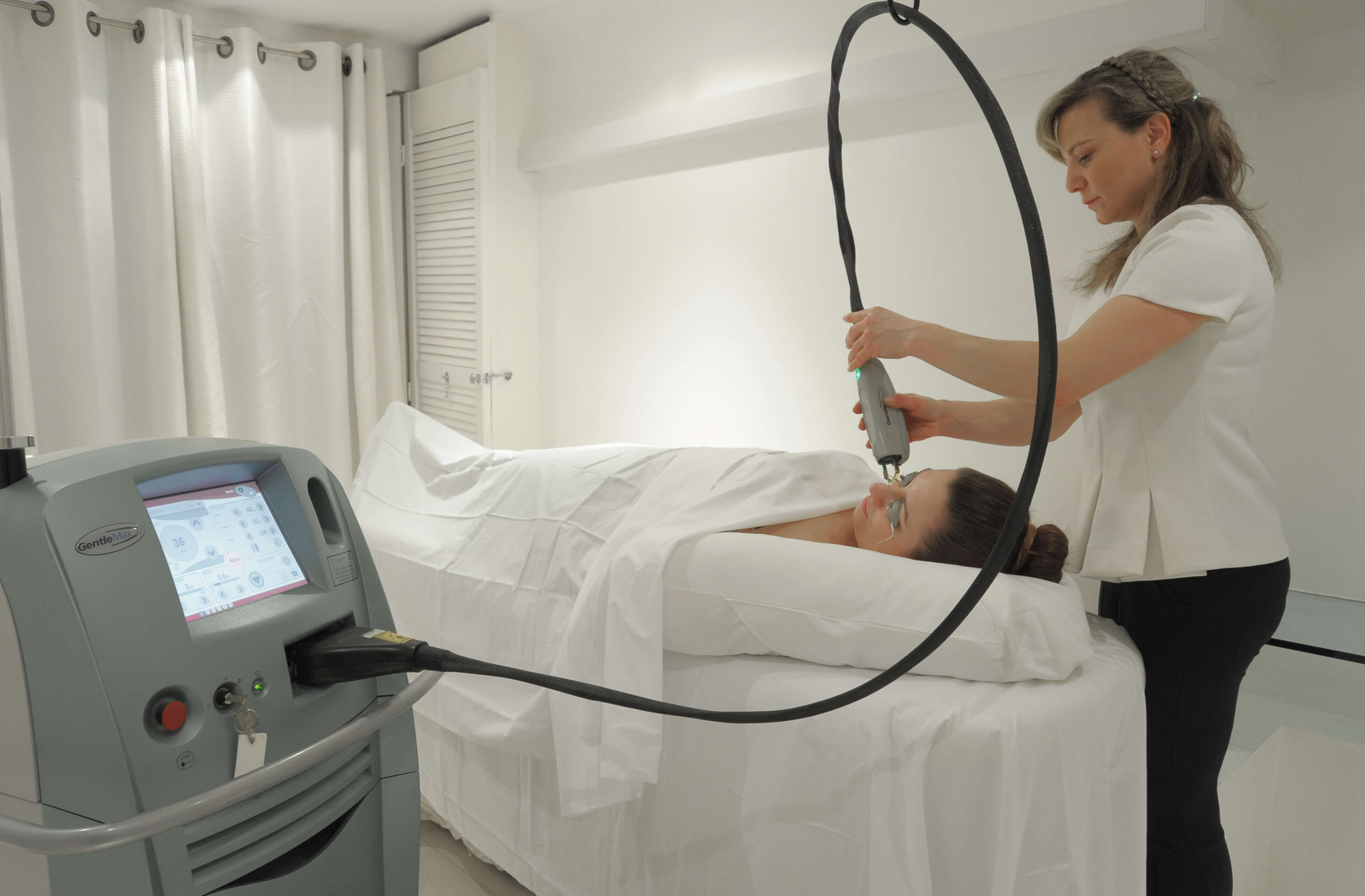 Debora treating client and taking care of them. Beauty treatment London.