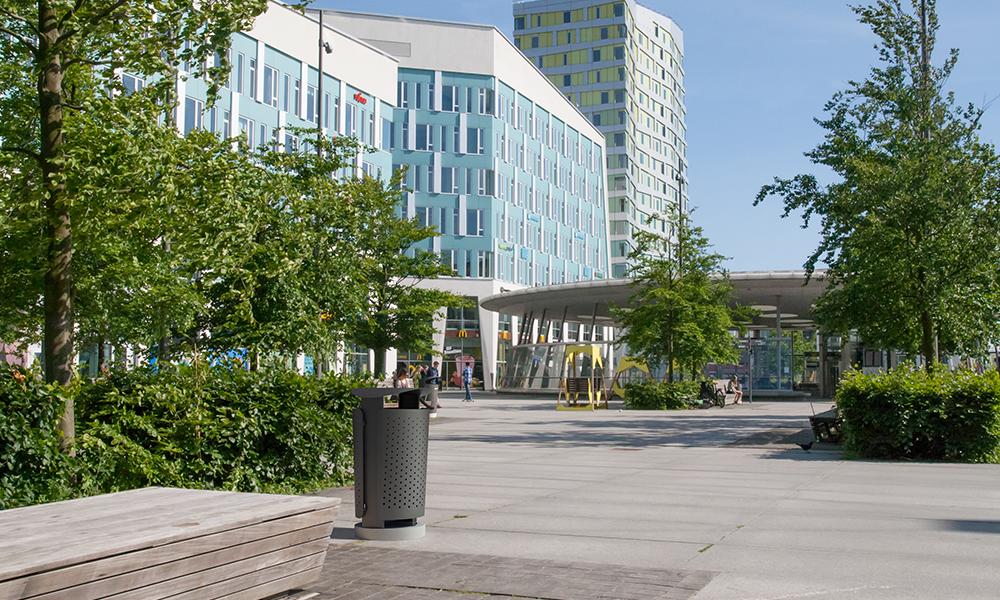 Metal waste bin Ikon next to Malmö Hyllie Train station