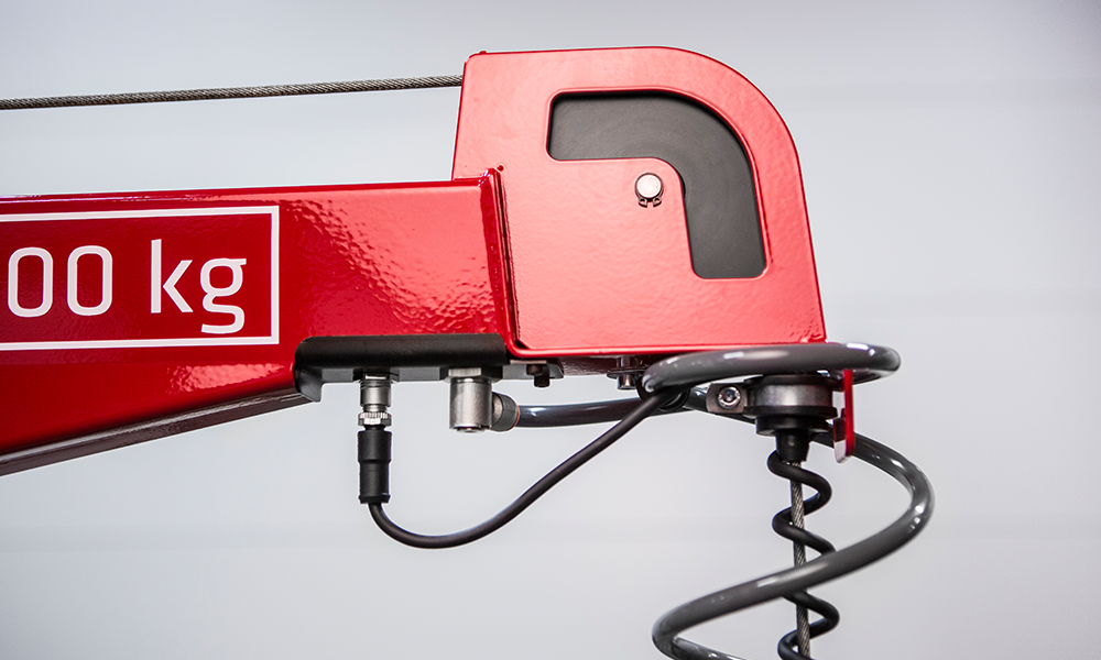 Binar lifting arm in red with 100 kg written in white