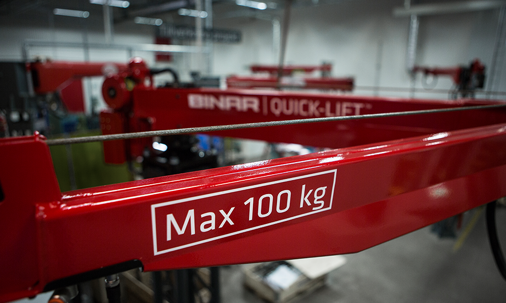 Binar lifting arm in ultrahigh-strength steel with Max 100 kg written on it