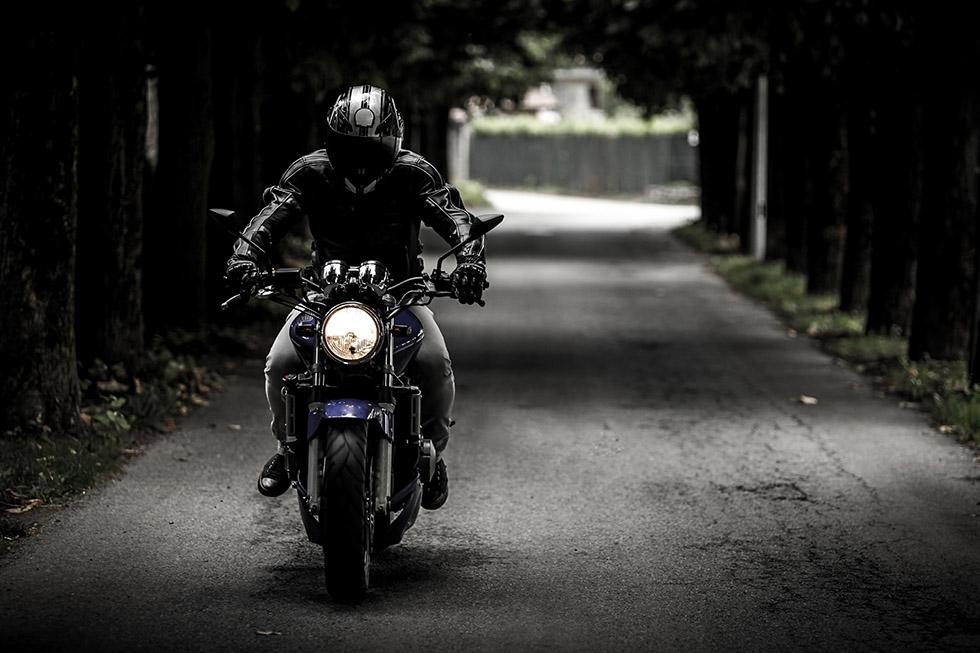 segurança moto na rua