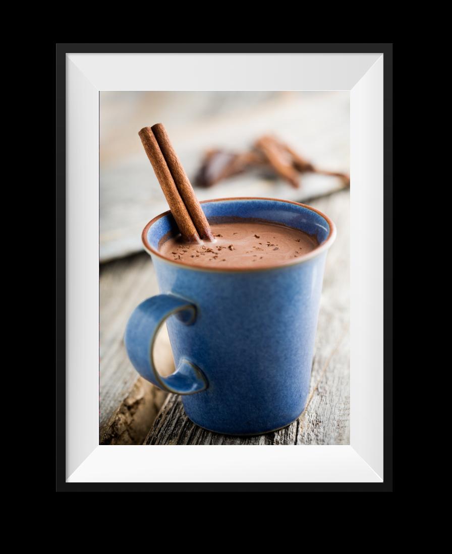 Kopje chocolade melk op bureau