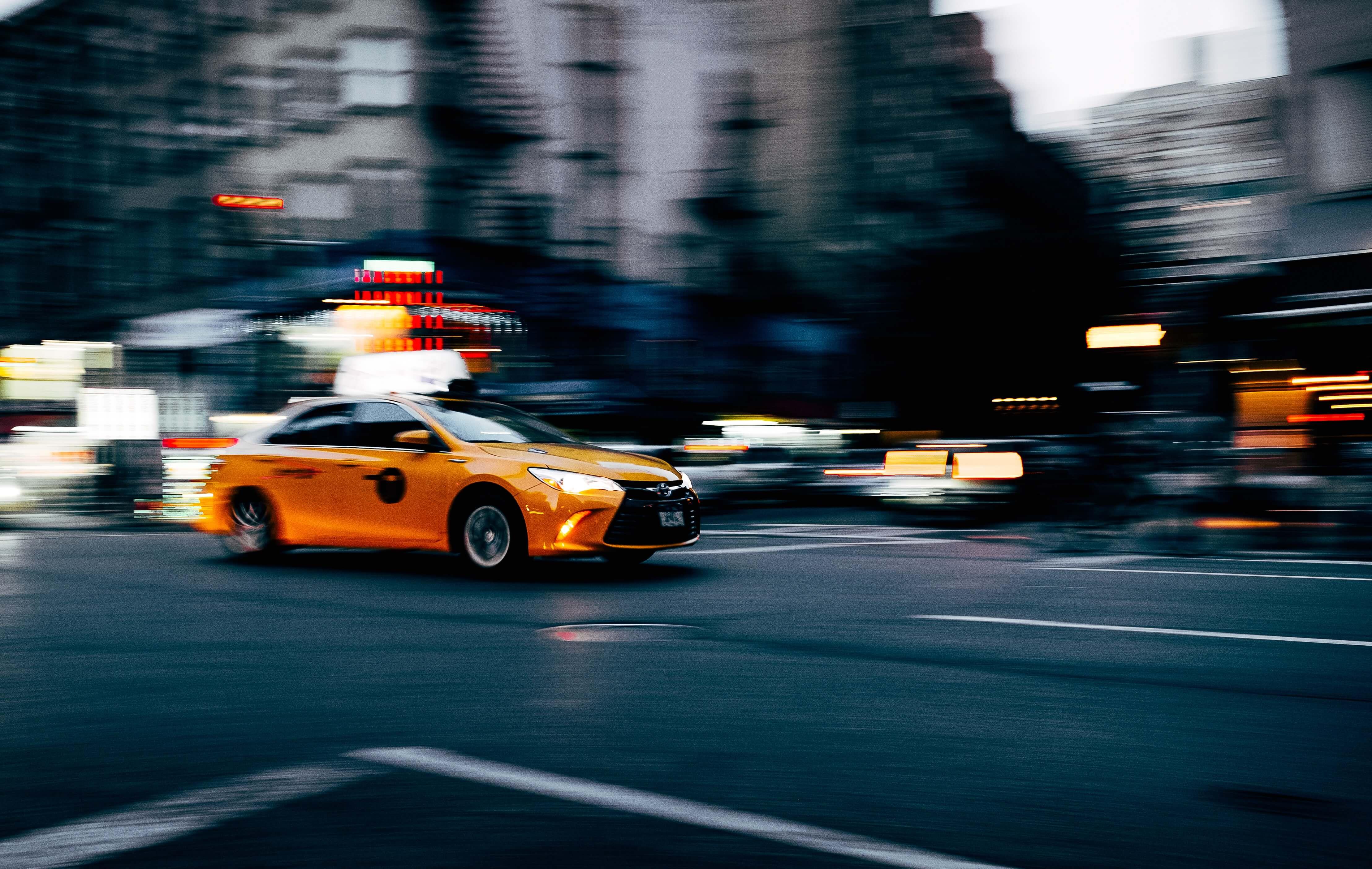 Taxi en mouvement a Paris