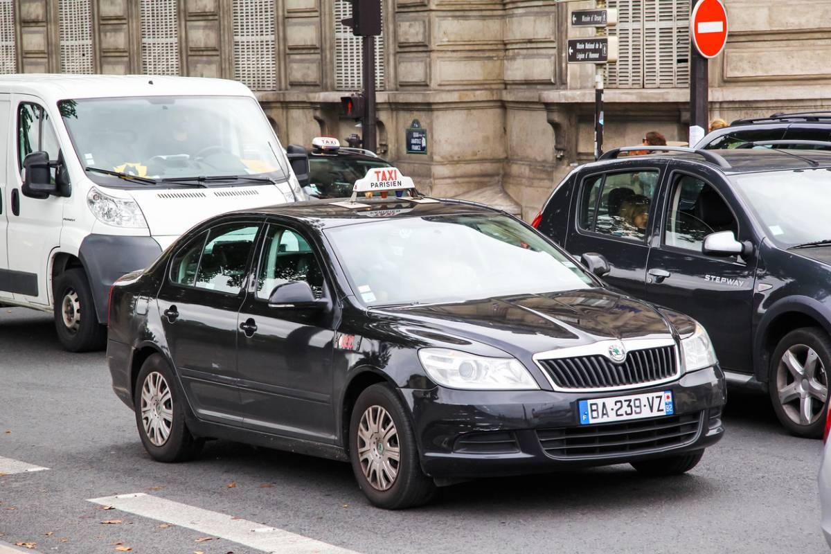 Un taxi : une bonne solution entreprise dans le département 75
