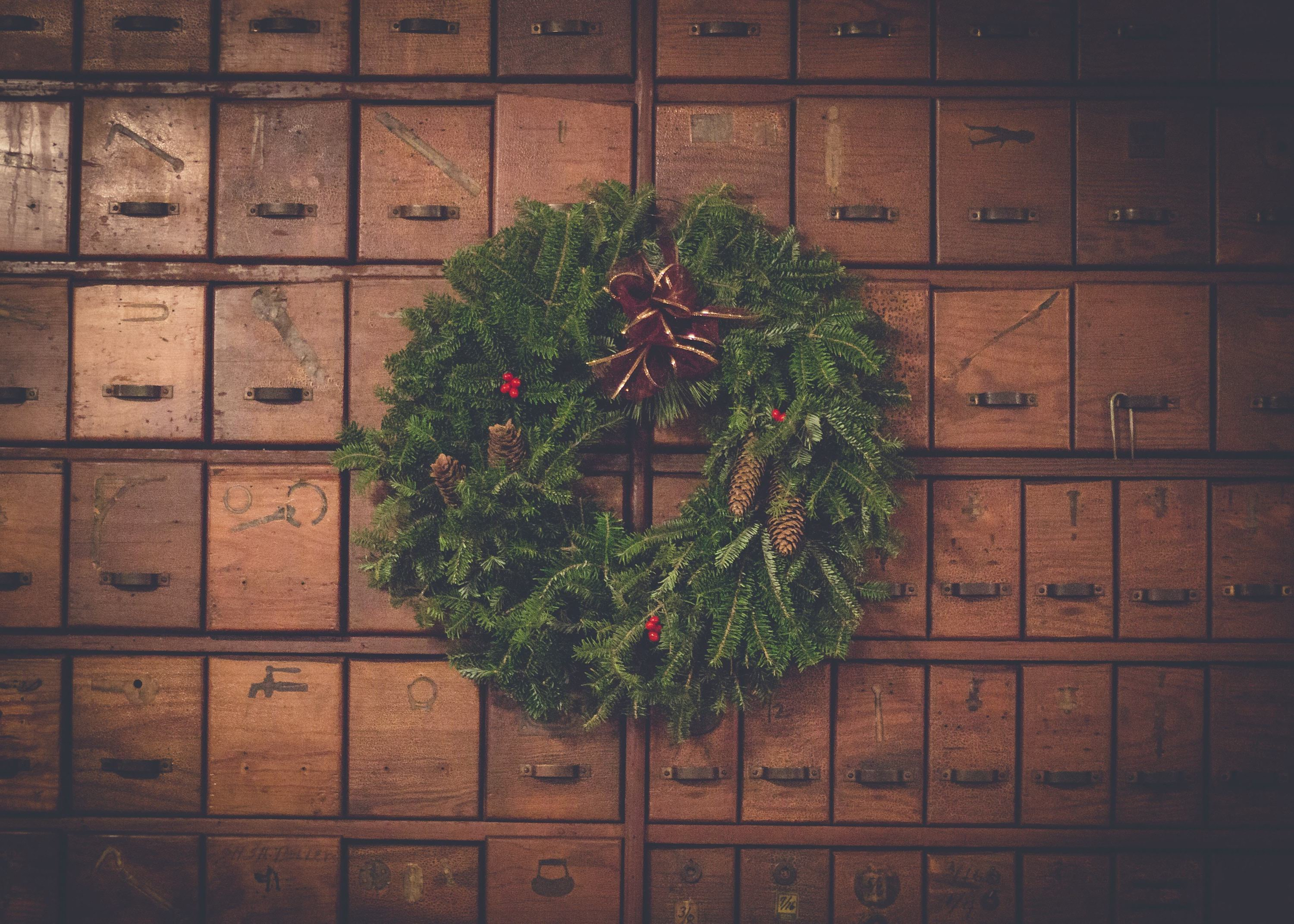With the holidays quickly approaching, we've now entered into one of the most popular times of the year for print sales! We've compiled a list of Holiday Ordering Deadlines that will allow your clients to order with confidence.