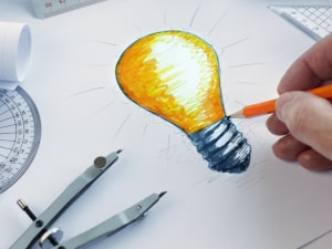 Hand sketch of a yellow light bulb.