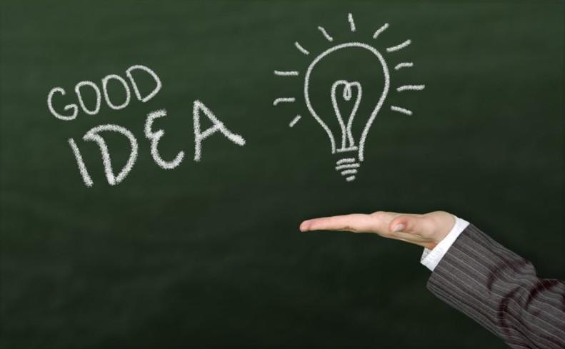 """""""GOOD IDEA"""" written on a green chalkboard"""