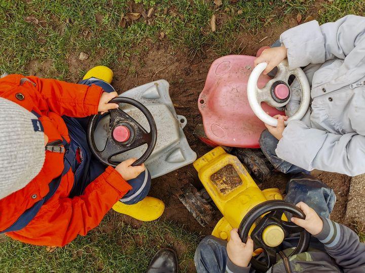 sunflower montessori crèche Luxembourg happiness playdough