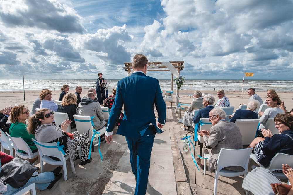 arrival of the groom at a beach wedding