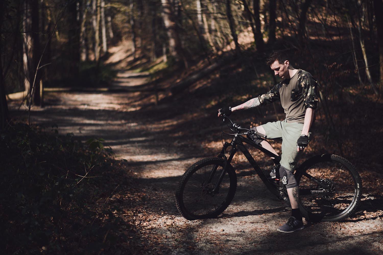 fotograaf bart rondeel op mountainbike