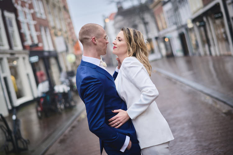 engagement shoot in the center of haarlem
