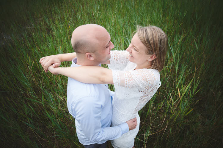 engagement shoot in the dunes near haarlem