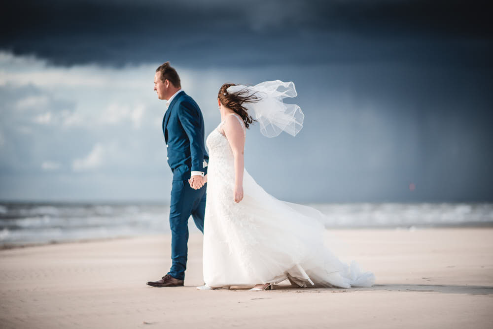 trouwfoto op het strand van zandvoort