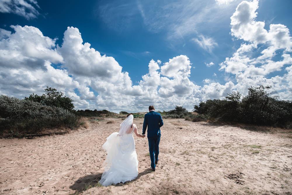 bruidsportret in de duinen bij zandvoort