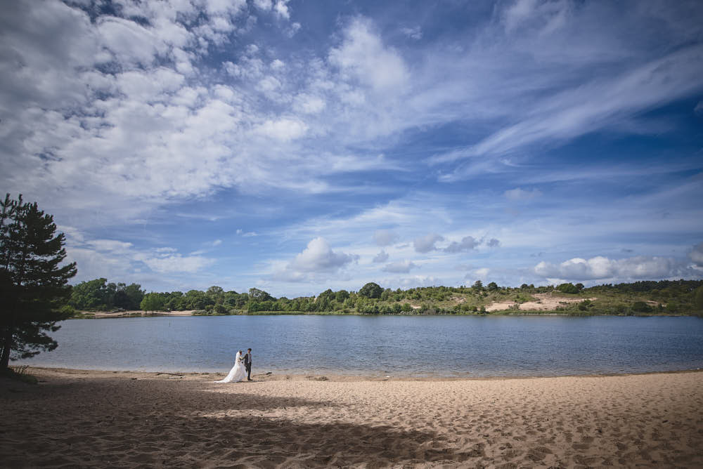 wedding portraits at the oosterplas near bloemendaal
