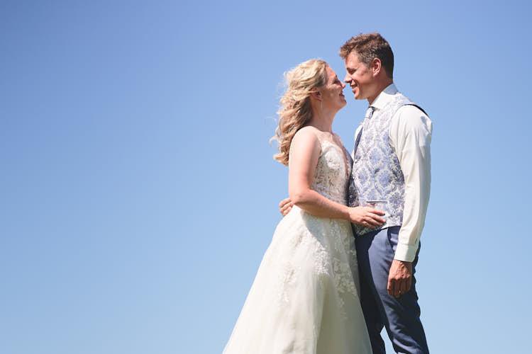 Detail bruidspaar verliefd