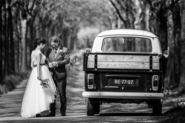 Portret bruidspaar tijdens trouwfoto's