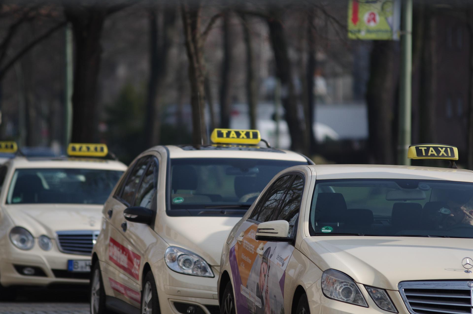 Reform des Taxi- und Fahrdienstmarkts kommt voran - aber vieles offen