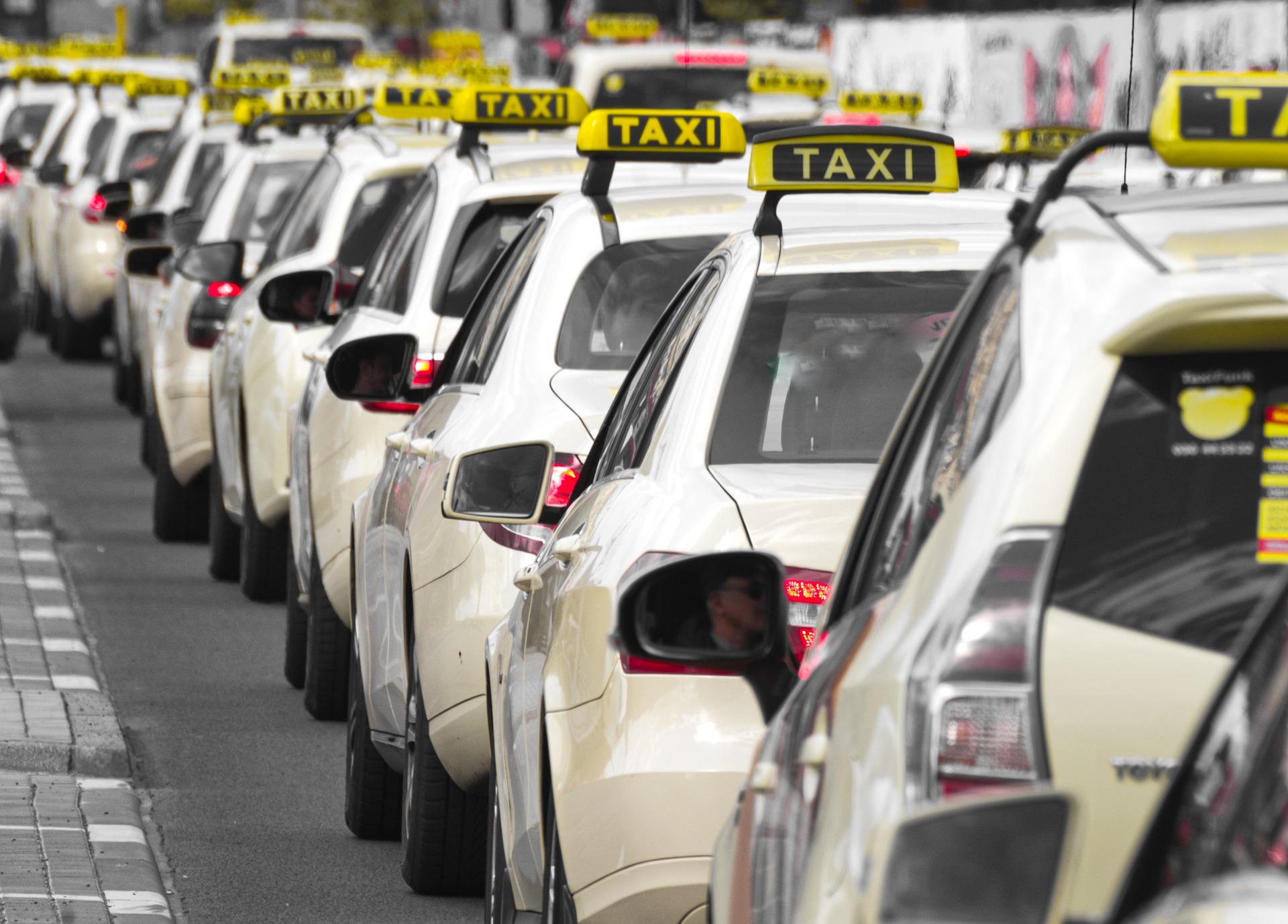 Uber, Moia, Taxi – die schwierige Reform des Fahrdienstmarkts