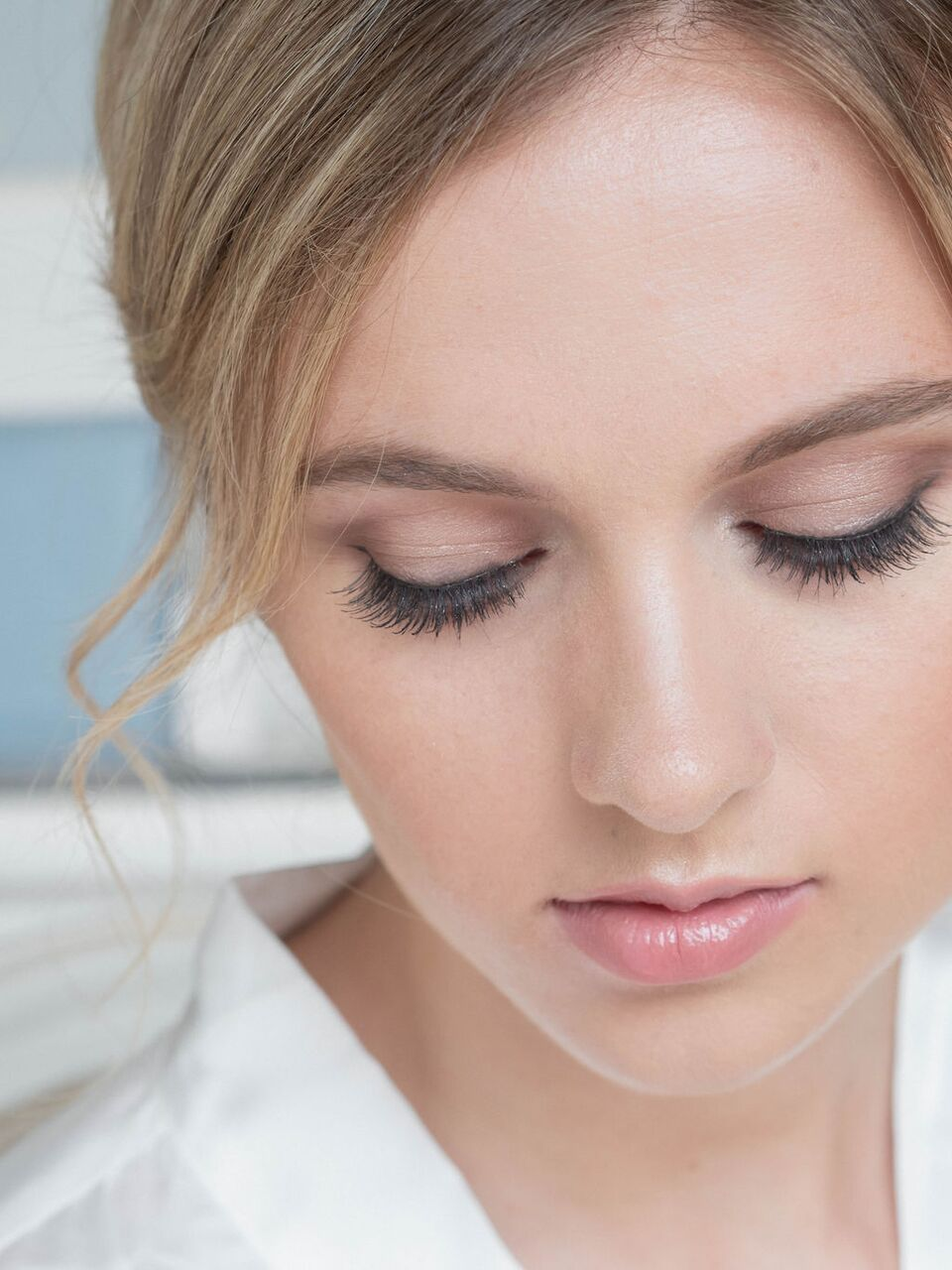 gorgeous-natural-bridal-makeup-with-eyeliner-and-natural-lips-london