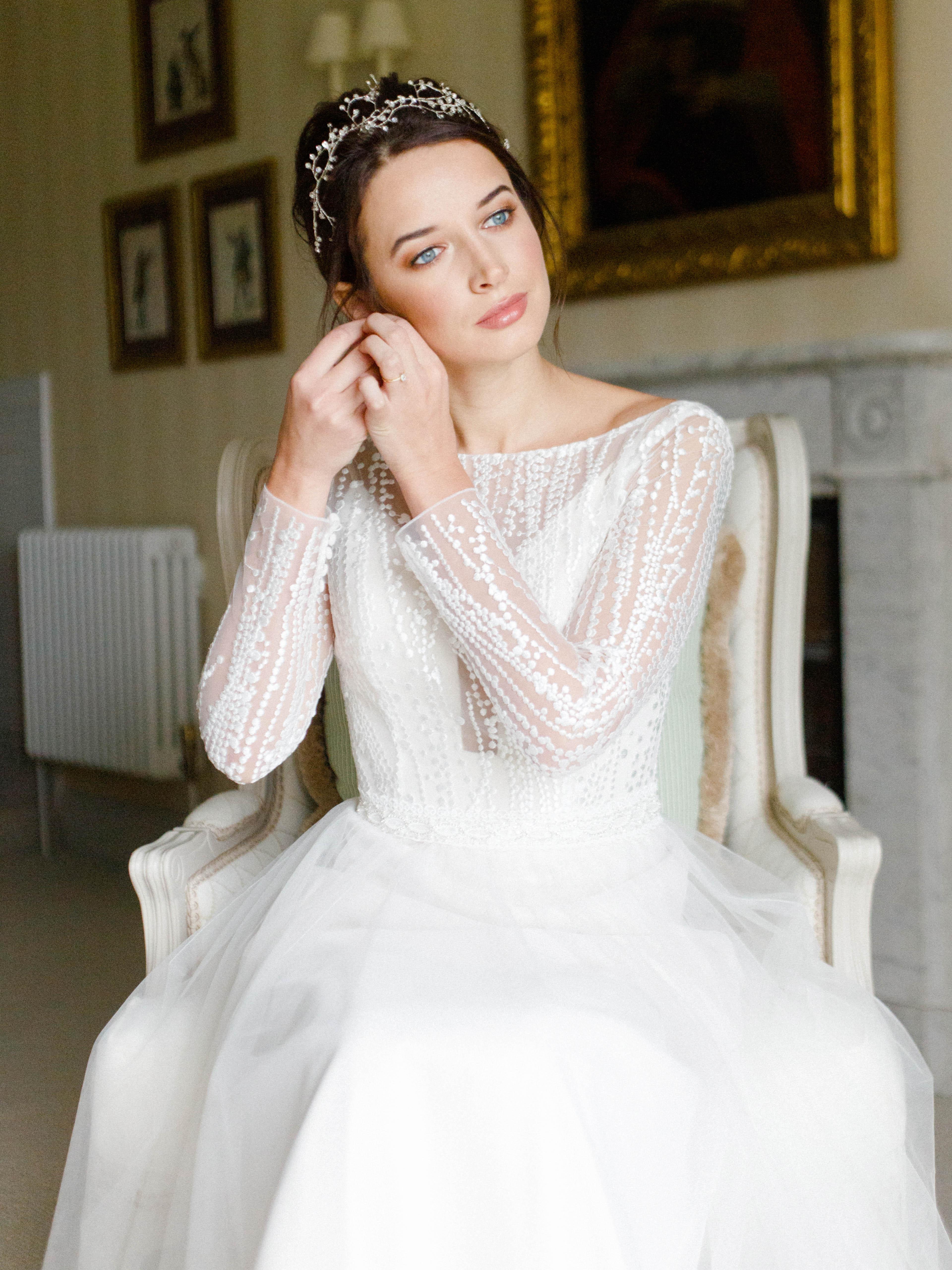 fresh-modern-wedding-look-bride-attaching-in-ear-ring-london