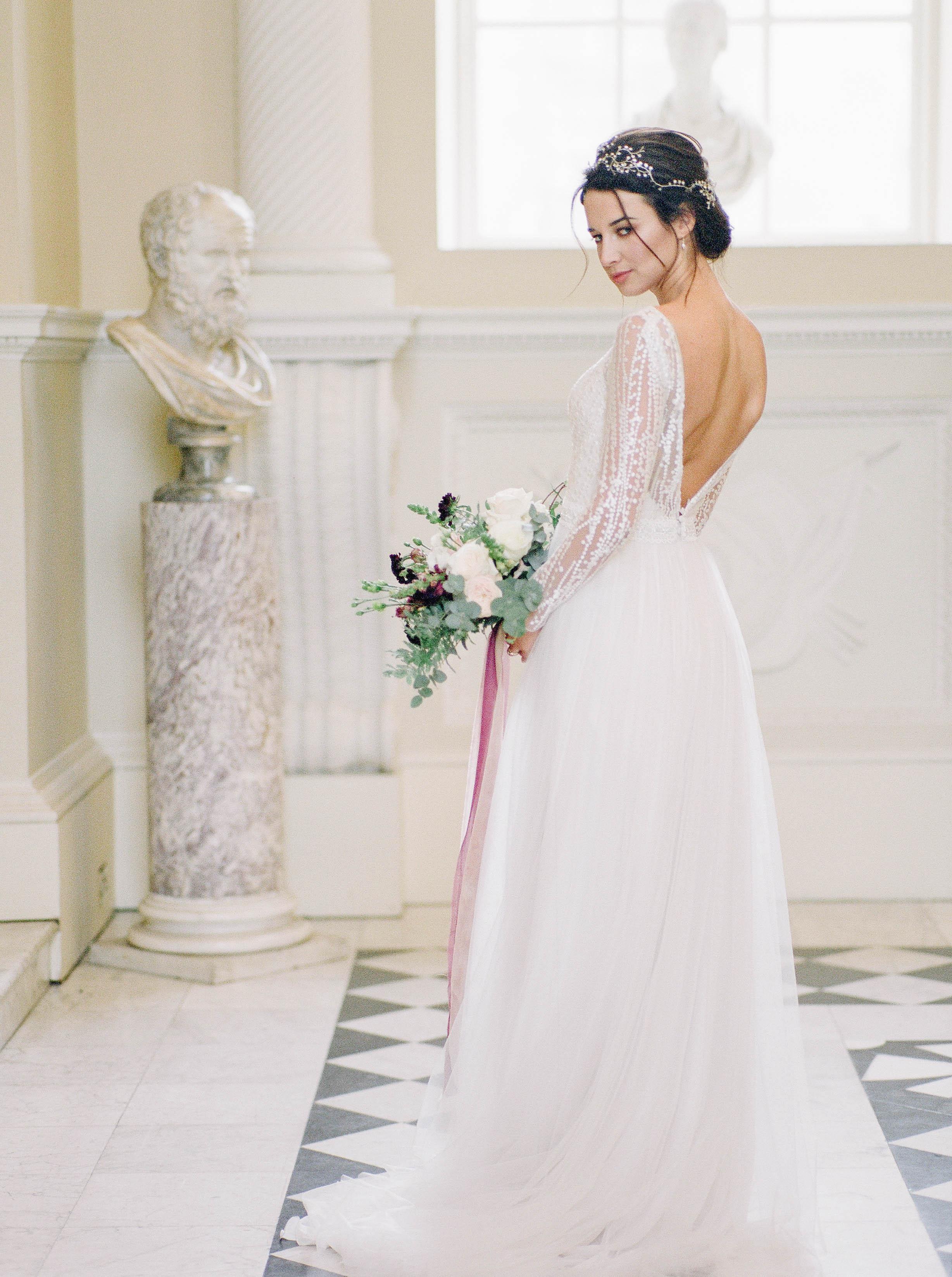 gorgeous-happy-modern-bride-in-Italian-style-wedding-venue-London