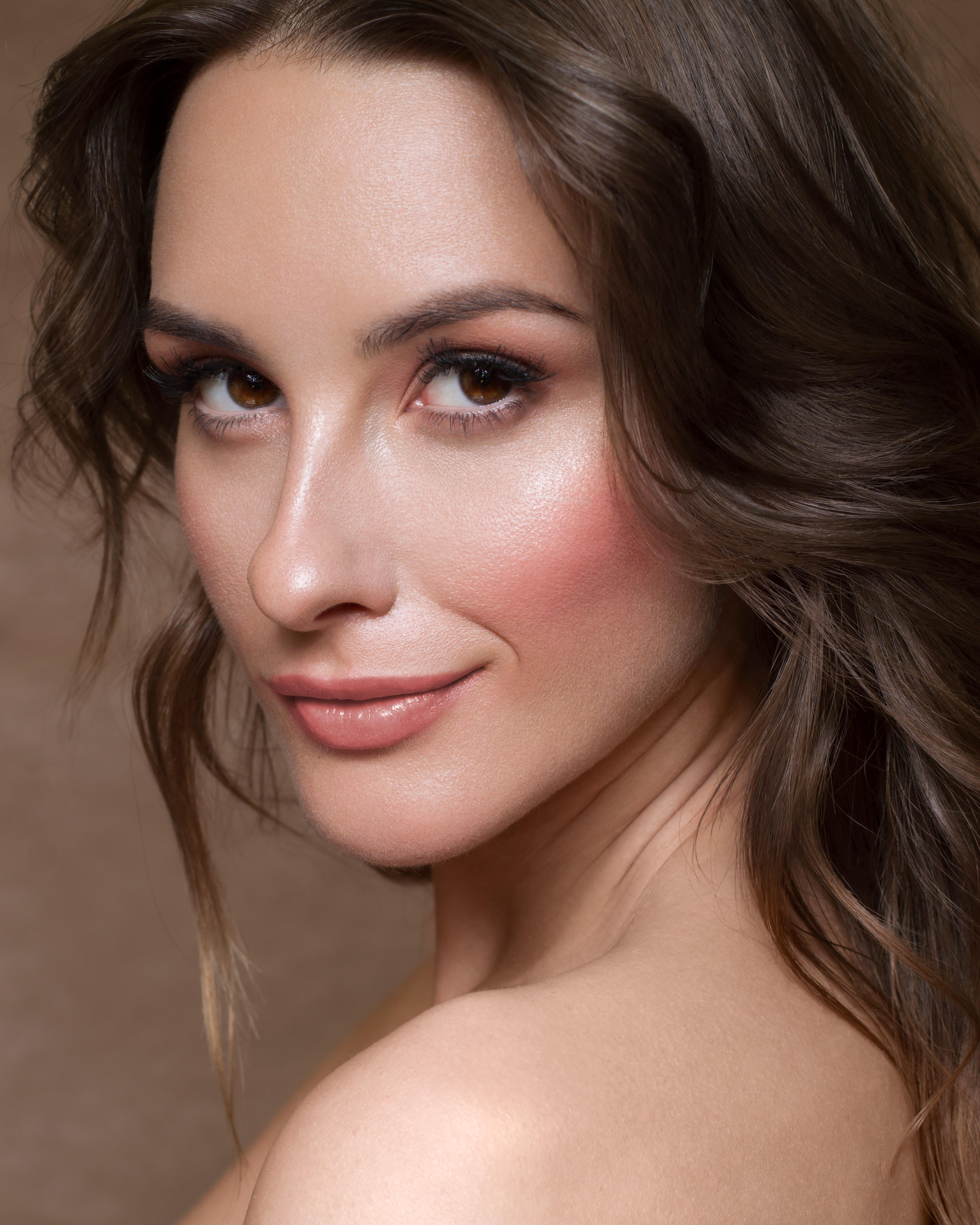 gorgeous-natural-bridal-makeup-with-glowing-skin-and-peach-tones-london