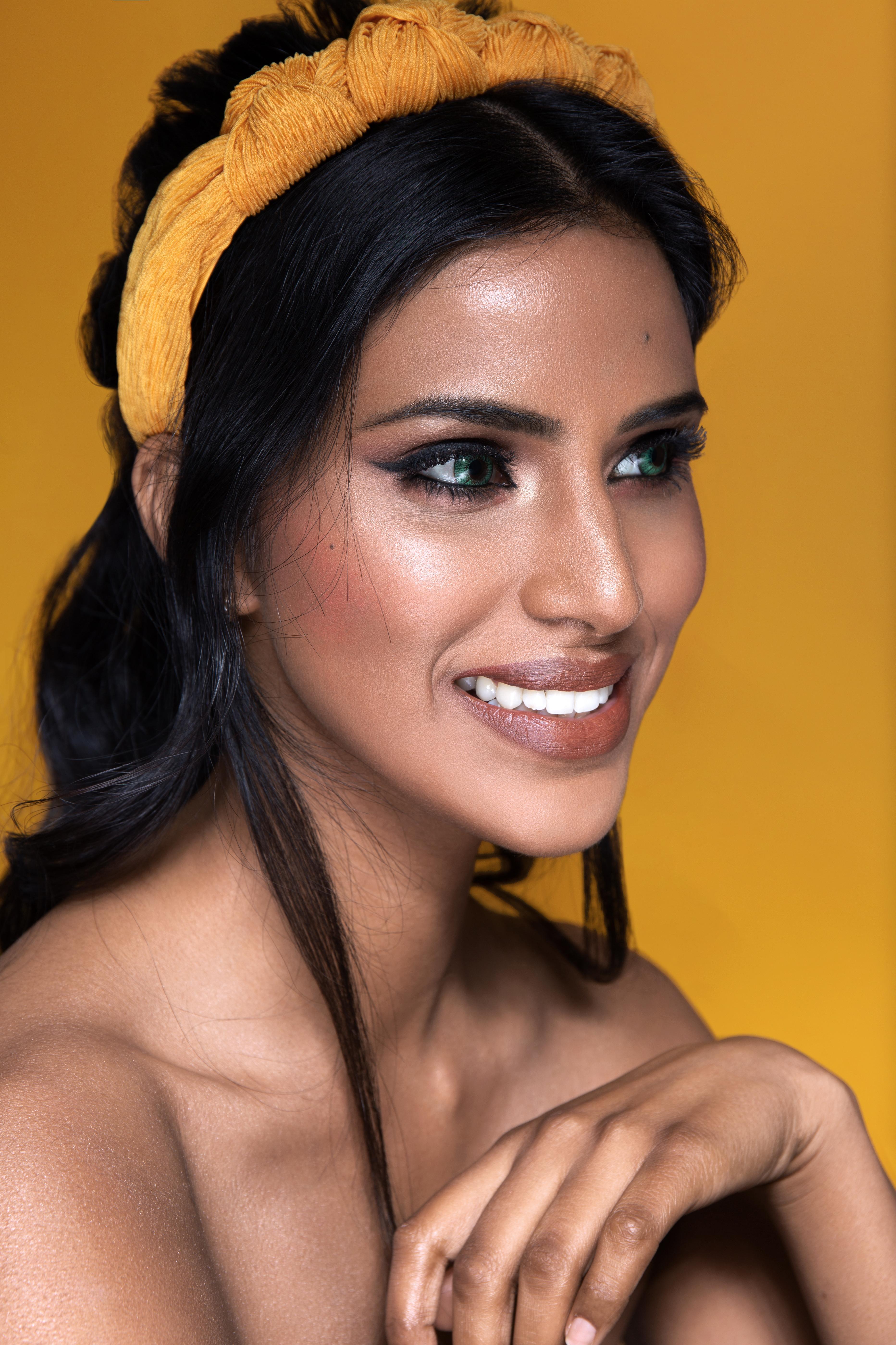 gorgeous-natural-bridal-makeup-with-glowing-skin-and-smokey-eye-London
