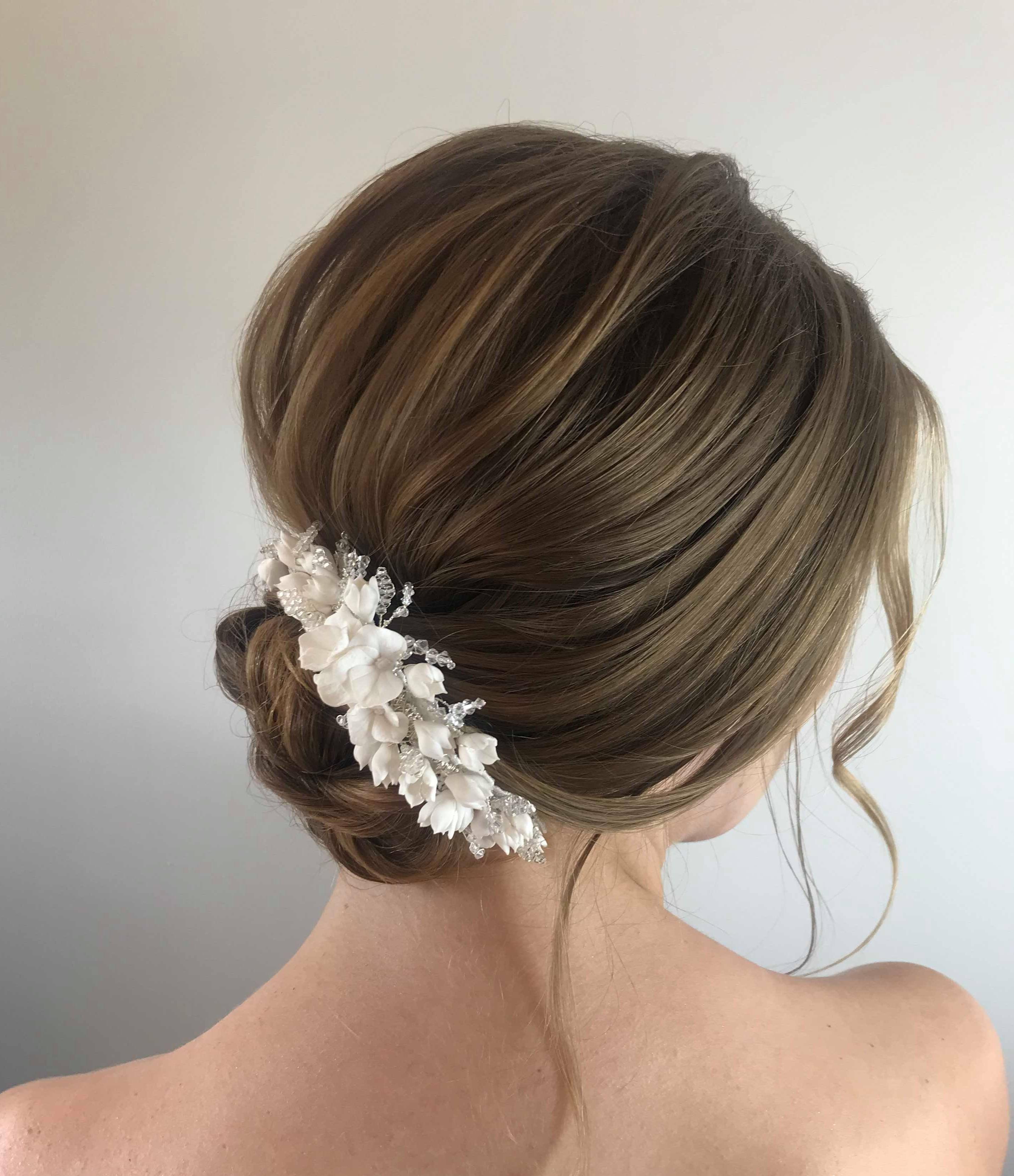 gorgeous-classic-bridal-hair-bun-with-wedding-hair-accessory-london