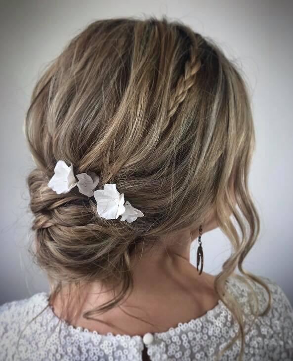 messy-boho-bridal-hair-styles-with-hair-pin-detail-london