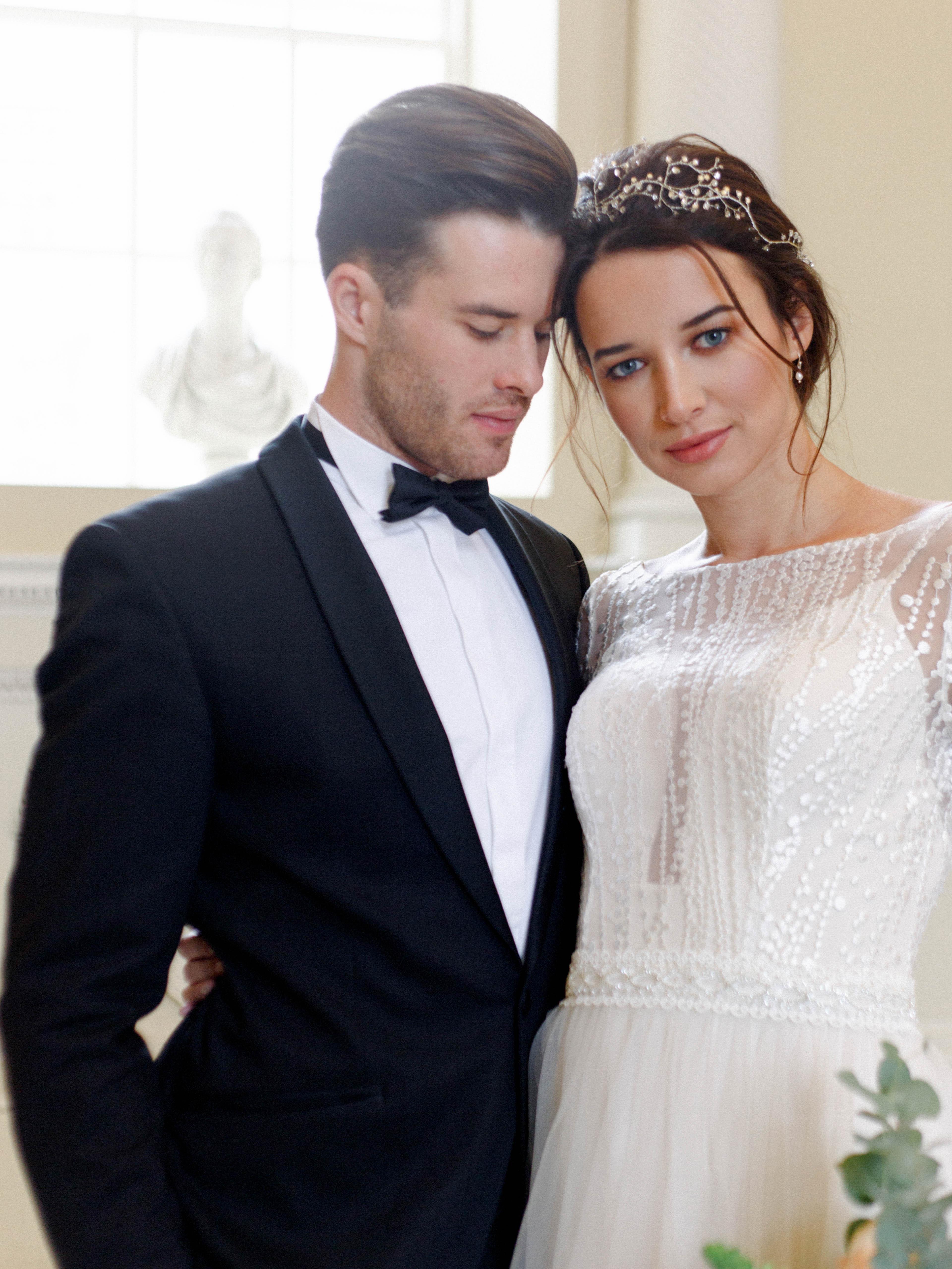 gorgeous-modern-bride-and-groom-in-Italian-style-wedding-venue-London