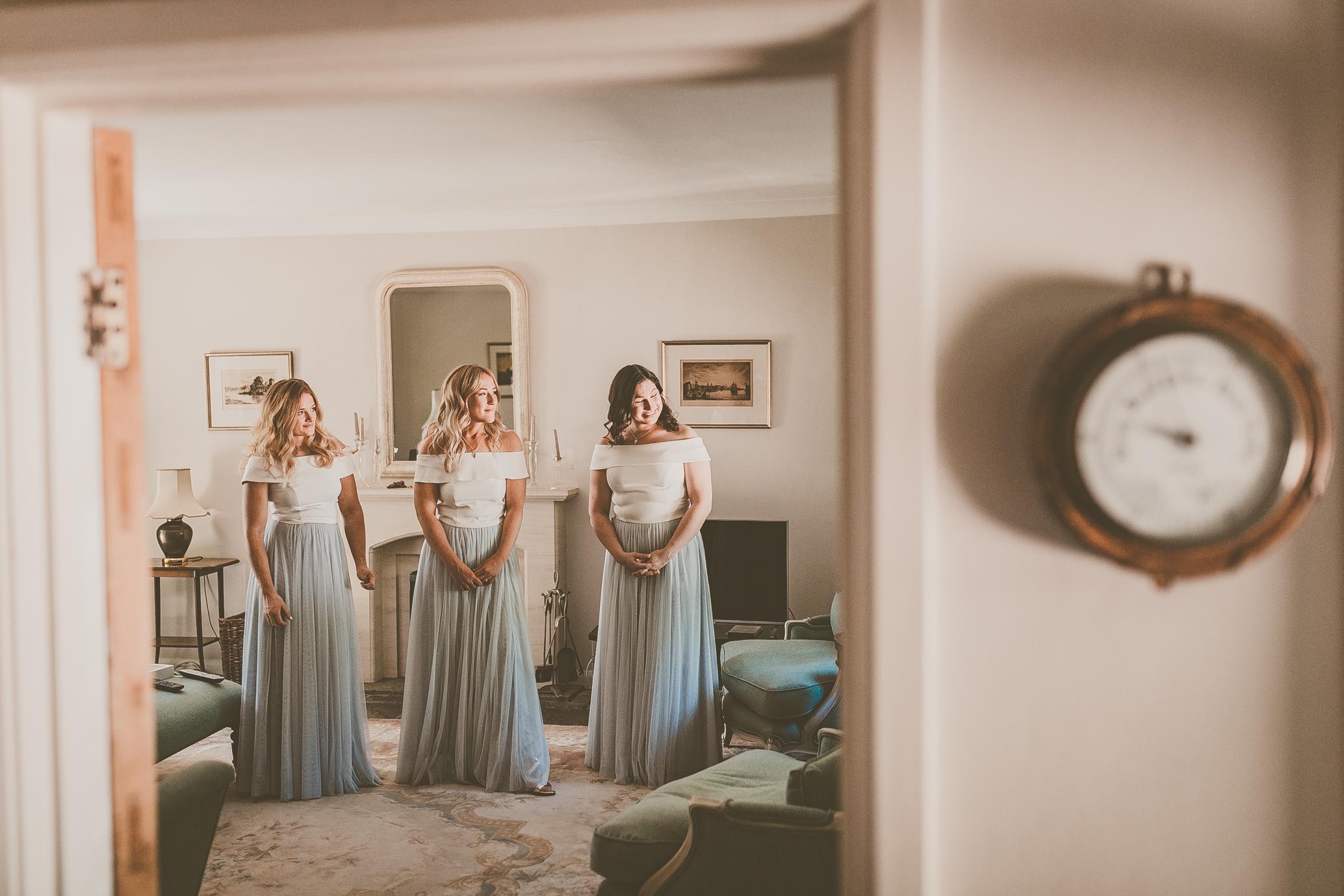 bridesmaids-getting-ready-on-wedding-morning-London